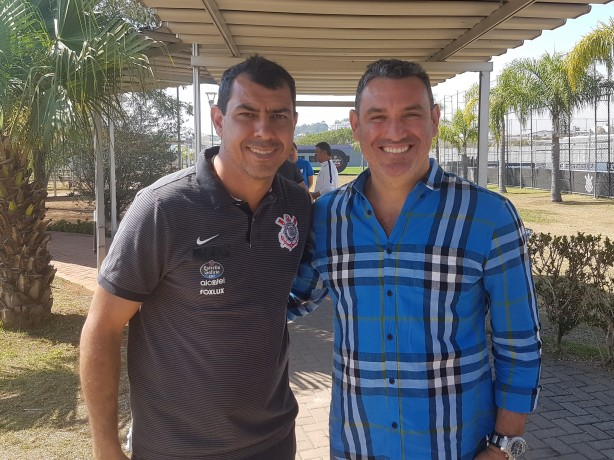 Carille e Guilherme juntos no CT do Corinthians