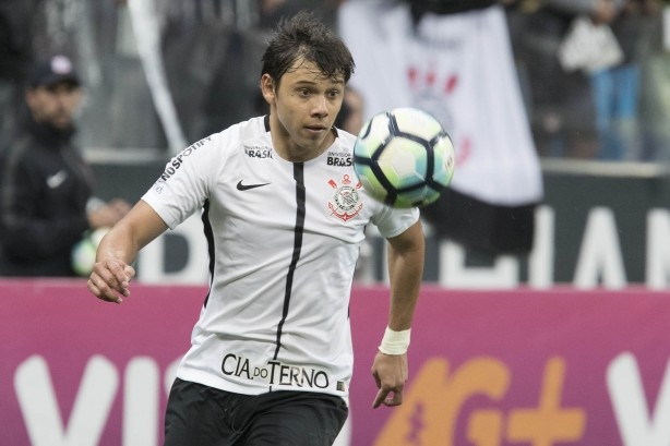 Corinthians adota cautela com Jadson; Clayson volta a treinar como titular