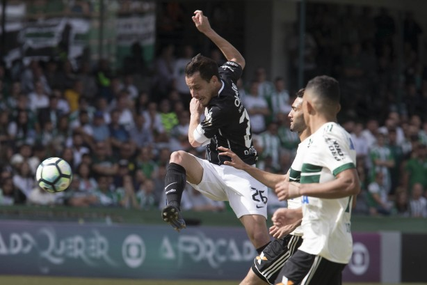 Brasileirão Séria A: Corinthians vence o Coritiba por 3 a 1