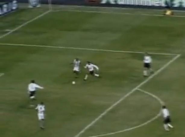 Clayson marca duas vezes e garante vitória do Corinthians sobre o Coritiba