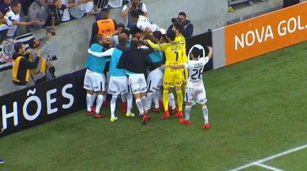 jogadores abracam giovanni augusto na p8 Corinthians, uma quarta feira fantástica!