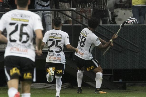 Kazim marcou o único gol da vitória do Corinthians sobre o Avaí