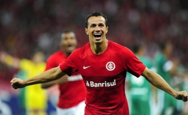Internacional supera o Corinthians e acerta com o atacante Roger