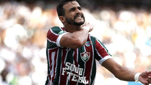 Corinthians faz proposta pelo atacante Henrique Dourado, do Flu