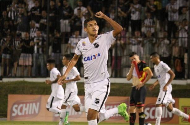 Corinthians contrata atacante artilheiro do Brasil na temporada