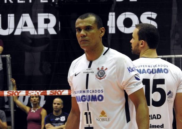Oposto Rivaldo foi o principal destaque do Corinthians neste domingo