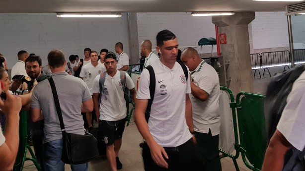 Elenco do Corinthians chegando ao Allianz Parque neste domingo