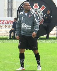 Adriano no treino do Corinthians