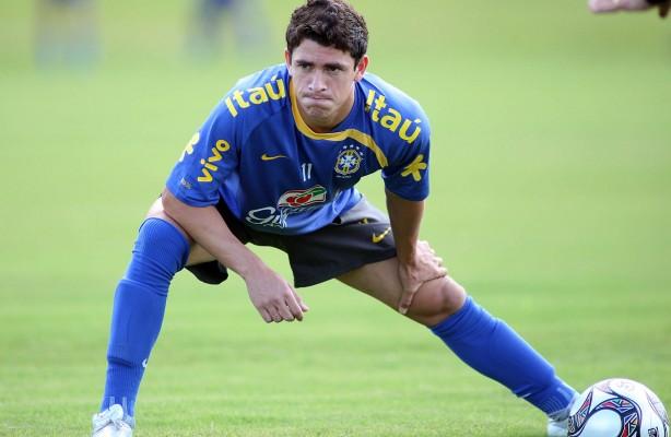 Giuliano jogando na sele��o brasileira