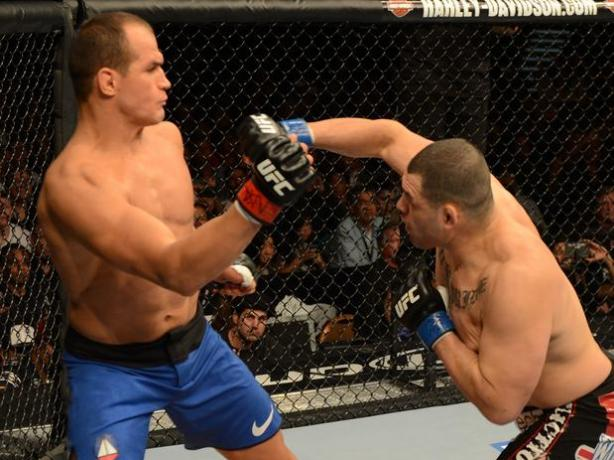 Junior 'Cigano' dos Santos n�o � mais o dono do cintur�o dos pesados do UFC