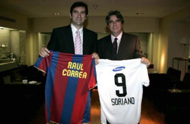 Raul com Ferran Soriano, vice-presidente de finan�as do Barcelona, atual CEO do Manchester United