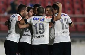 Corinthians vence Crici�ma por 1 a 0