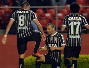 GOLA�O de Renato Augusto! S� 2 Gols para os 100 frangos do Ceni, fora a humilha��o!