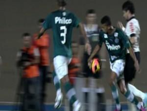 P�nalti n�o marcado contra o Corinthians