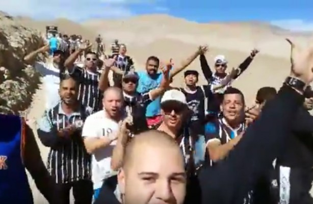 Torcida do Corinthians invade o deserto do Atacama