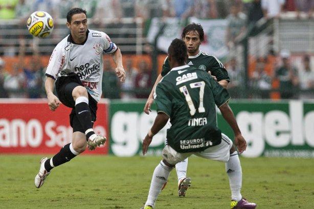 Valdivia provocou e Chicão rebateu; Andrés, Cássio e o Timão também responderam à provocação