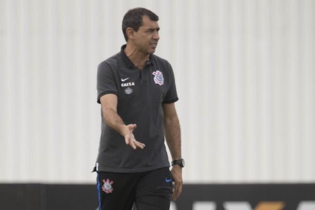 Com inflamação no joelho, Jadson pode desfalcar Corinthians contra o Inter