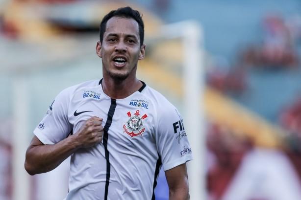 Jadson espera reservas motivados com chances no Corinthians em sequência de jogos