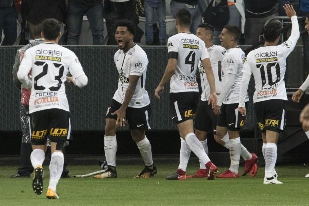 kazim vibrou muito ao marcar o gol contra o 9 Corinthians, sempre altaneiro, 1, 2, 3, 4, 5, 6, 7...