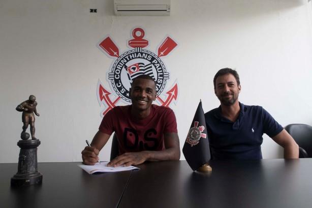 Corinthians anuncia contratação do zagueiro Marllon, ex-Ponte Preta