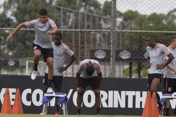 Atacante Matheus Matias assina contrato com o Corinthians