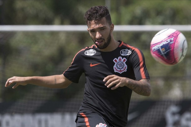 Clayson aprovou as mudanças de Carille no esquema do Corinthians